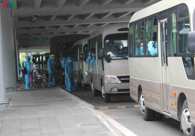 344 công dân Việt Nam từ Singapore về sân bay Cần Thơ - 9