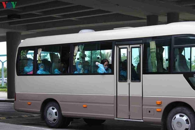 344 công dân Việt Nam từ Singapore về sân bay Cần Thơ - 11
