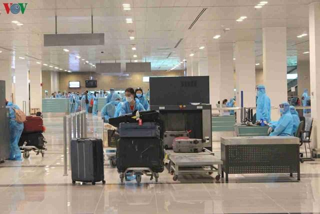 344 công dân Việt Nam từ Singapore về sân bay Cần Thơ - 2