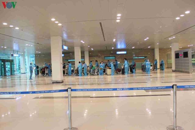 344 công dân Việt Nam từ Singapore về sân bay Cần Thơ - 5