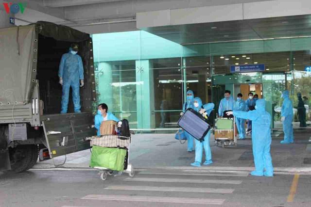 344 công dân Việt Nam từ Singapore về sân bay Cần Thơ - 6