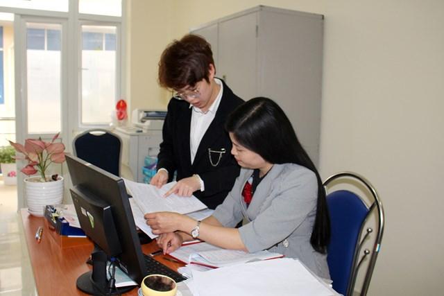 Cán bộ, công chức Cơ quan Tổ chức - Nội vụ huyện Hải Hà làm việc hiệu quả hơn sau sáp nhập.