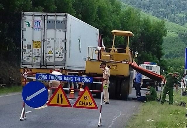 Lái xe lu thi công đường bất cẩn cán công nhân tử vong