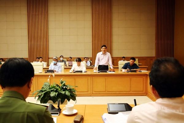 Phó Chánh văn phòng Trung ương Đảng Nguyễn Đắc Vinh trao đổi tại cuộc họp. Ảnh: VGP.