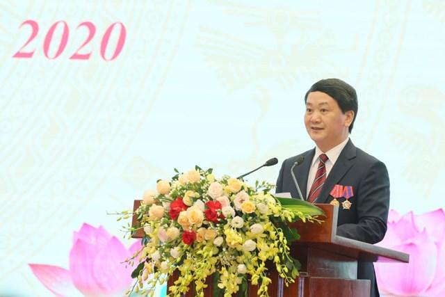 Phó Chủ tịch - Tổng Thư ký Hầu A Lềnh phát biểu tại Đại hội.