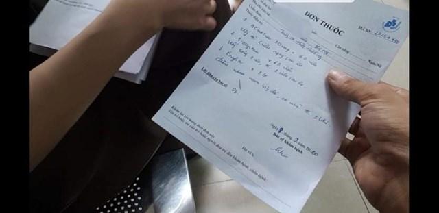 Đơn thuốc viết tay có kê thực phẩm chức năng của bác sĩ T..