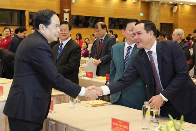 Chủ tịch Trần Thanh Mẫn chào đón các đại biểu khách mời dự Đại hội.