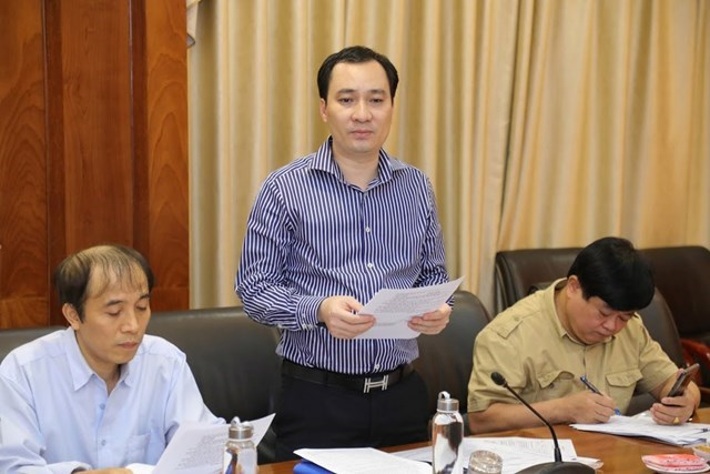 Ông Vũ Văn Tiến, Trưởng ban Tuyên giáo, UBTƯ MTTQ Việt Nam trình bày báo cáo kết quả tuyển chọn sơ khảo tại cuộc họp. Ảnh: Quang Vinh.