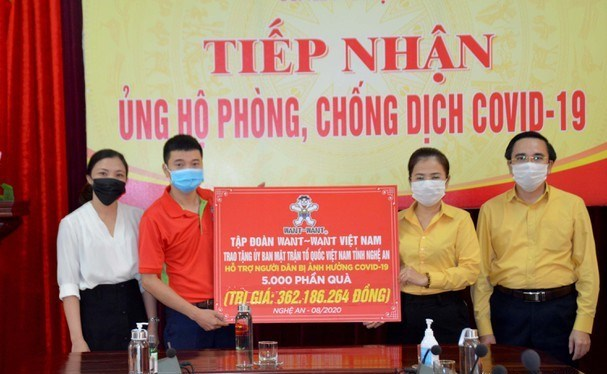 Ủy ban MTTQ tỉnh Nghệ An tiếp nhận ủng hộ của Cty TNHH Want Want hỗ trợ người dân bị ảnh hưởng dịch Covid-19.