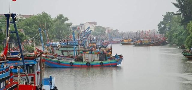 Tính đến 15h ngày 13/10 tất cả các phương tiện ở Nghệ An đang hoạt động trên biển đã vào bờ trú tránh bão an toàn.