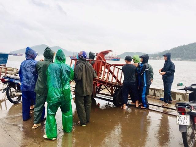 Người dân Cửa Lò chuẩn bị ứng phó với bão số 7.