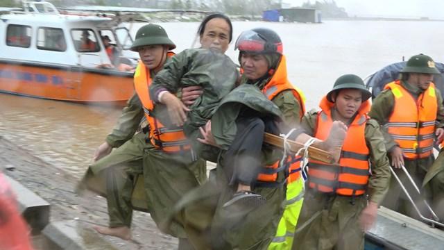 Bà Đinh Thị Xoài (59 tuổi) bị gãy chân.
