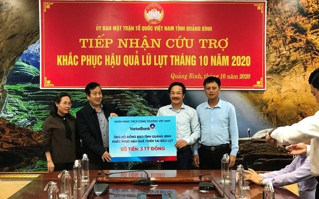 VietinBank hỗ trợ người dân vùng lũ Quảng Bình 3 tỷ đồng để sớm ổn định cuộc sống.