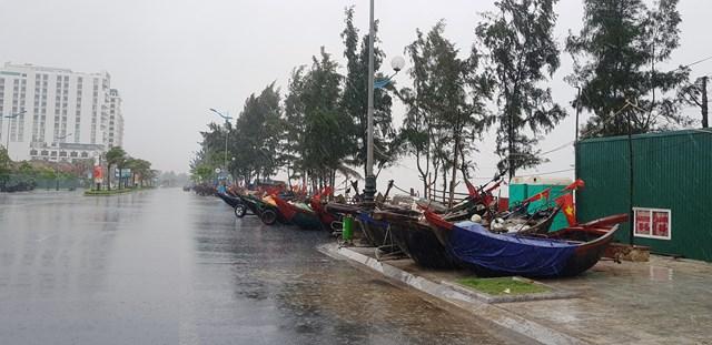 Mưa trắng đường tại TP biển Sầm Sơn.