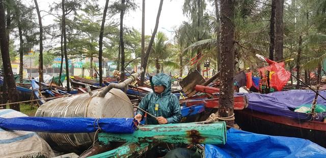 Ngư dân Thanh Hoá ứng phó với bão số 7.
