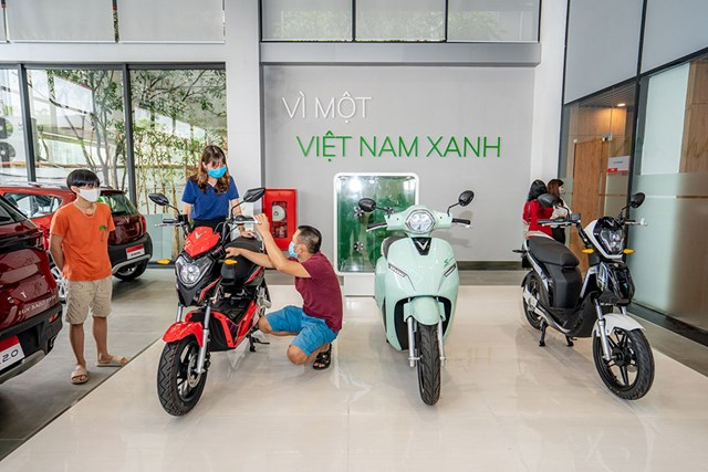 Cận cảnh showroom 3S lớn nhất Việt Nam của VinFast - Ảnh 8