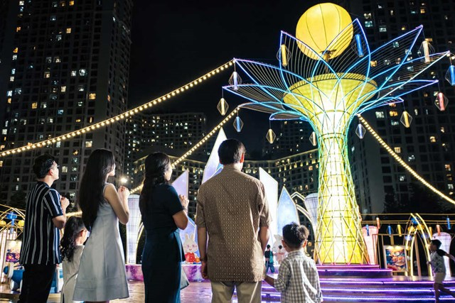 Cây Hoa đăng đèn lồng lớn nhất Việt Nam với những điều ước nguyện tích cực bình an