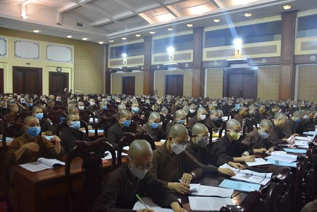 Các Tăng Ni sinh Học viện Phật giáo Việt Nam tham gia tập huấn tại Hội nghị. Ảnh: Trung Quân.