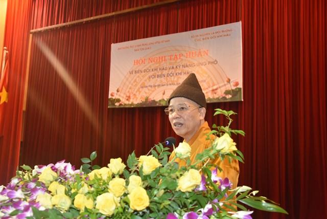 Thượng tọa Thích Thanh Quyết, Viện trưởng Học viện Phật giáo Việt Nam phát biểu tại Hội nghị. Ảnh: Trung Quân.