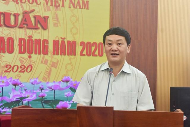 Phó Chủ tịch - Tổng Thư ký Hầu A Lềnh phát biểu tại Hội nghị. Ảnh: Trung Quân.