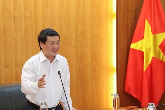 Phó Chủ tịch - Tổng Thư ký UBTƯ MTTQ Việt Nam Hầu A Lềnh phát biểu chỉ đạo tại cuộc họp.Ảnh: Quang Vinh.