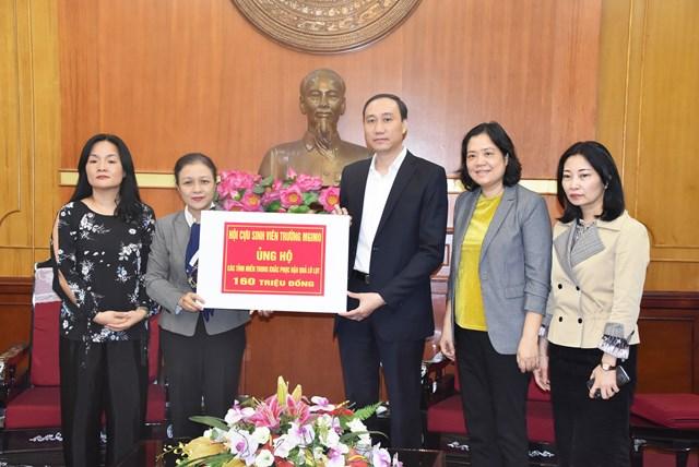 Phó Chủ tịch Phùng Khánh Tài tiếp nhận ủng hộ từ Hội cựu sinh viên trường Đại học Quốc gia Quan hệ Quốc tế Moskva (MGIMO).