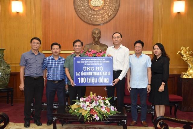 Phó Chủ tịch Phùng Khánh Tài tiếp nhận ủng hộ từ Tổng Công ty Cổ phần xây lắp dầu khí Việt Nam (PVC) và Công ty PVC Duyên Hải.