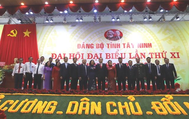 Chủ tịch Trần Thanh Mẫn cùng các đại biểu dự Đại hội.