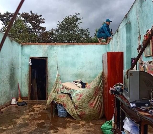 Hàng chục ngôi nhà bị tốc mái do lốc xoáy gây ra ở Lâm Đồng