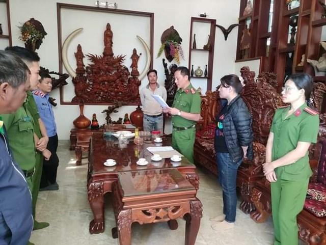 Cơ quan Công an đọc lệnh bắt giam Trần Thị Kim Phú.