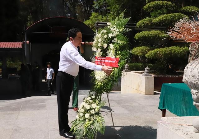 Chủ tịch Trần Thanh Mẫn dâng hoa tại Khu di tích Ngã ba ĐồngLộc.
