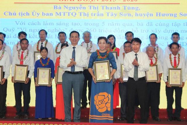 Bà Nguyễn Thị Thanh Tùngđược vinh danh tại hội nghị.