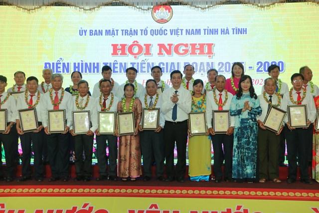 70 cá nhân đến từ MTTQ các cấp ở Hà Tĩnhđược tôn vinh.