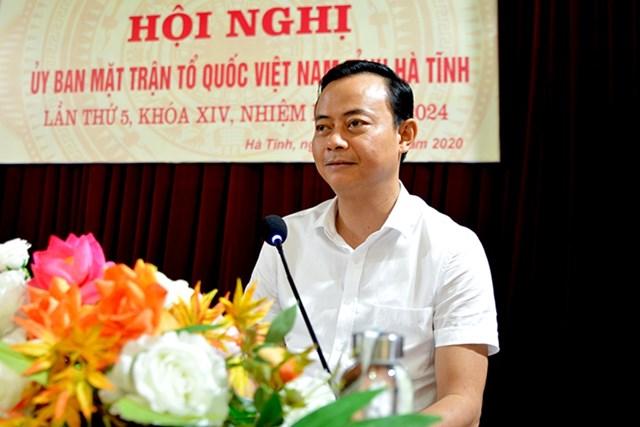 Chủ tịch Ủy ban MTTQ tỉnh Hà Tĩnh Hà Văn Hùng phát biểu bế mạc hội nghị.