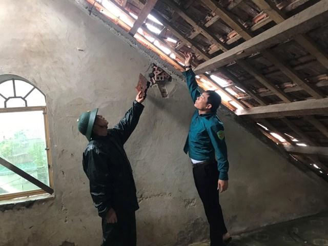 Gần 100 nhà dân ở xã Cương Gián bị tốc mái, thiệt hại lớn.