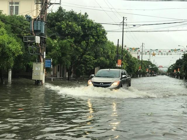 Đường Nguyễn Du, một trong những con đường ngập bền vững của TP loại II - TP Hà Tĩnh.