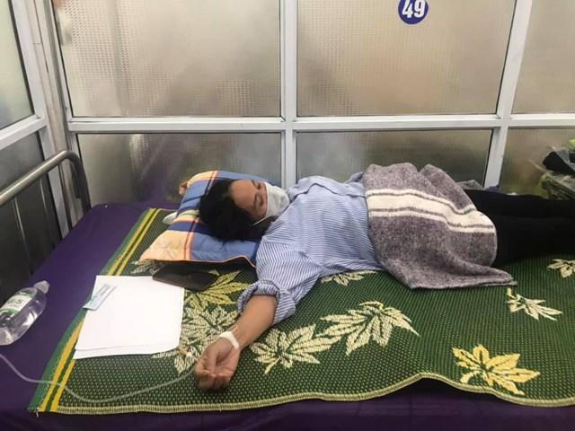 Bệnh nhân Nguyễn Thị Diêu cho hay, con trai vào rừng hái nấm, nghĩ là nấm mối nên đem nấu canh.