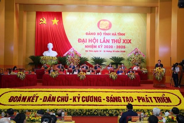 Đoàn Chủ tịch Đại hội đại biểu Đảng bộ Hà Tĩnh.