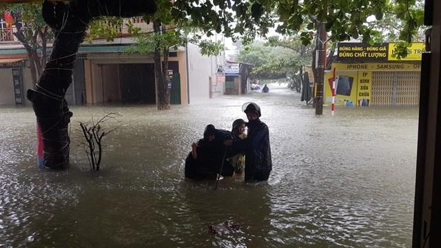 Sơ tán khẩn cấp gần 46.000 người dân đến nơi an toàn.