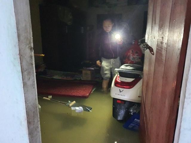 Trong đêm, nước dâng nhanh, người dân TP Hà Tĩnh không kịp trở tay.