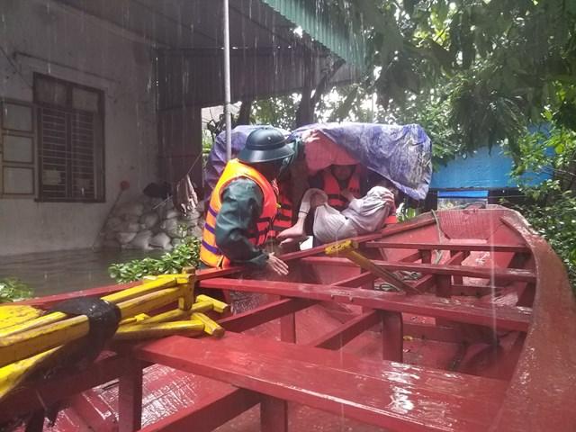 Huyện Cẩm Xuyên đã sơ tán 32.000 người dân đến nơi an toàn.