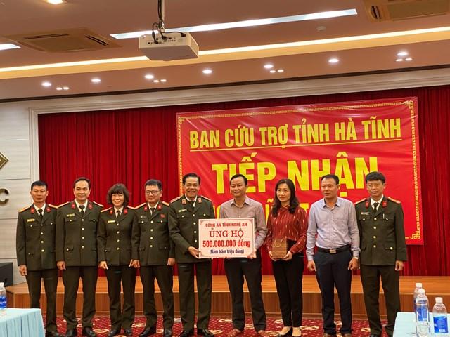 Công an tỉnh Nghệ An ủng hộ 500 triệu đồng.