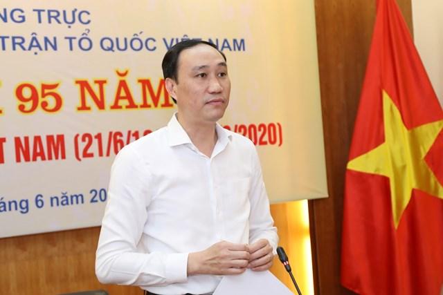 Phó Chủ tịch Phùng Khánh tài phát biểu tại buổi gặp mặt.