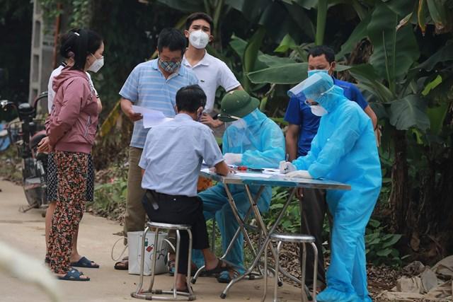 Một bức ảnh nhà báo Phạm Quang Vinh (báo Đại Đoàn kết) ghi lại tại tâm dịch trong những ngày căng thẳng chống dịch Covid-19.