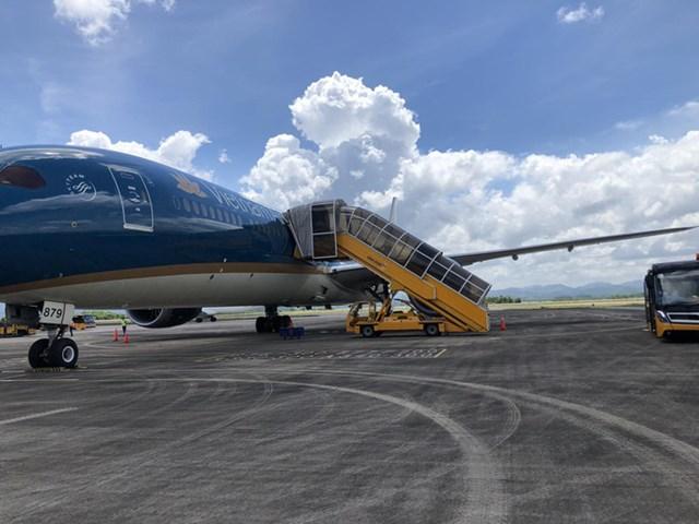Chuyến bay VN8 hạ cánh an toàn tại Vân Đồn chiều 19/6. Ảnh: NLĐ.