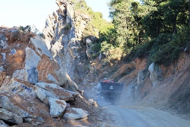 Mỏ đá Công ty CP Vật liệu 99 gây ô nhiễm, khai thác khoáng sản, nổ mìn ngoài khu vực cấp phép.