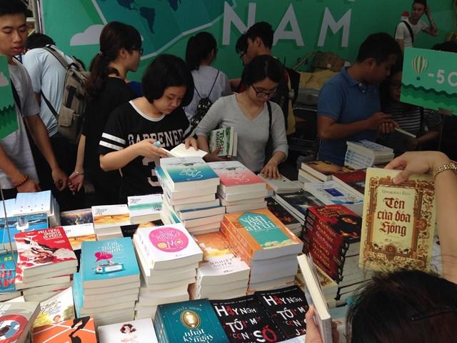 Thị trường sách thiếu nhi vẫn cần nhiều tác phẩm hấp dẫn của người Việt. Ảnh: Hoàng Thu Phố.