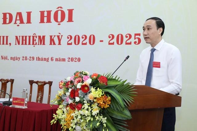 Phó Chủ tịch Phùng Khánh Tài báo cáo Đại hội kết quả phiên thứ nhất. Ảnh: Quang Vinh.