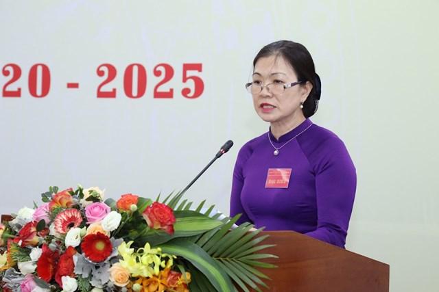 Phó Chủ tịch Trương Thị Ngọc Ánh, Phó Bí thư Đảng ủy trình bày Báo cáo kiểm điểm của Đảng ủy cơ quan khóa XII. Ảnh: Quang Vinh.