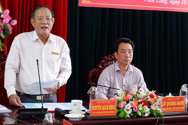 Trưởng ban Tuyên giáo Tỉnh ủy Vinh Long thông tin với báo chí tại buổi họp báo